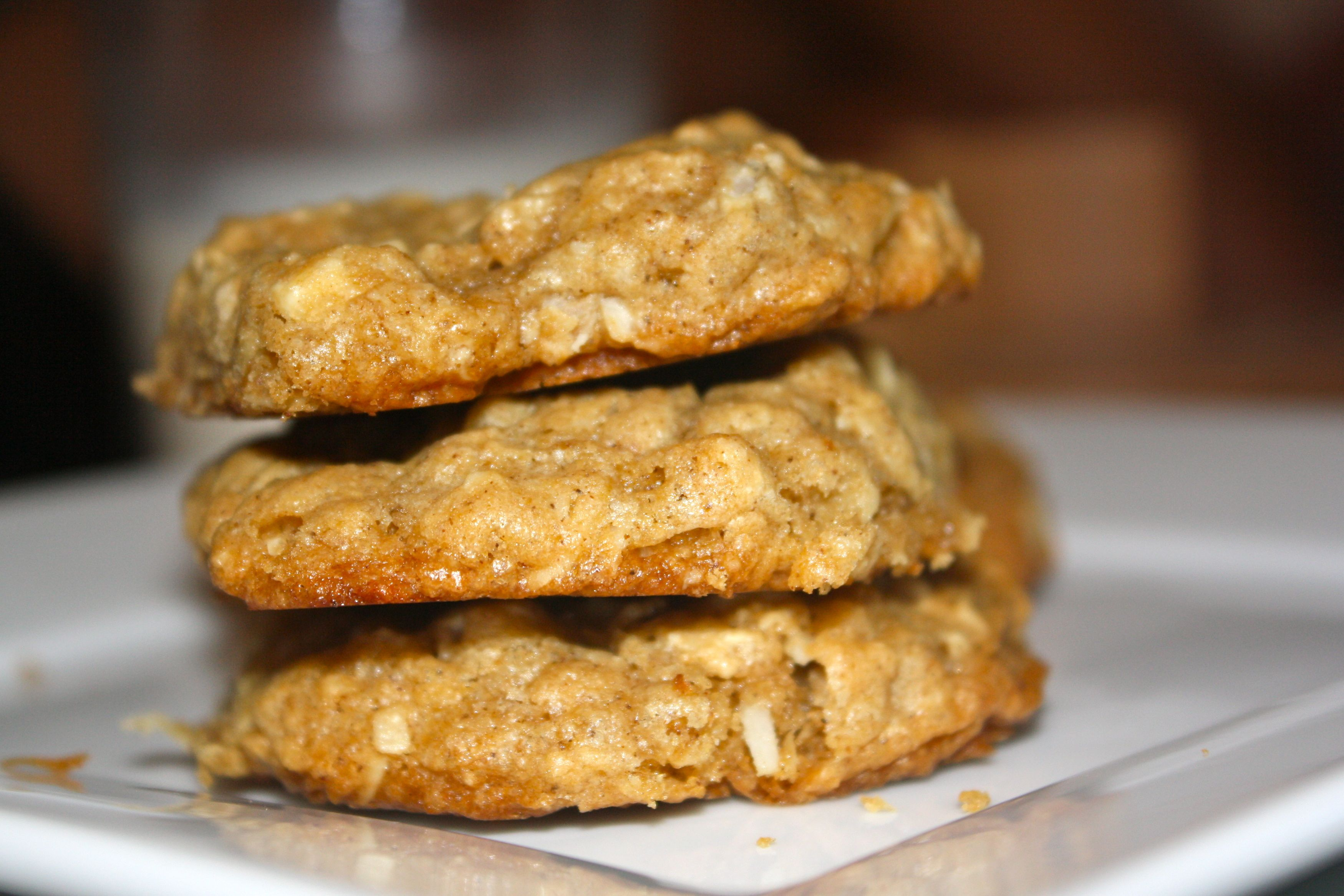 """White Chocolate and Coconut Oatmeal Cookies 